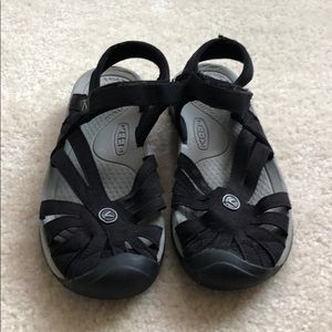 Gently used Women's Keen Rose sandals.